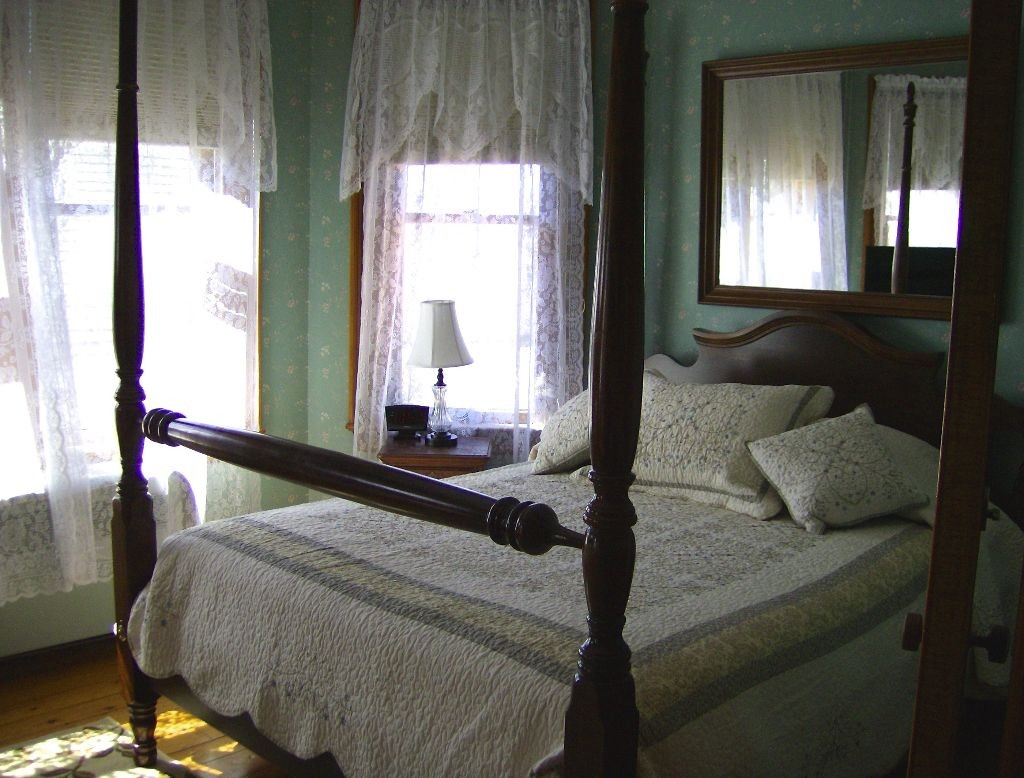 The Lawrence House Victorian Bed & Breakfast, Bristol, Vermont